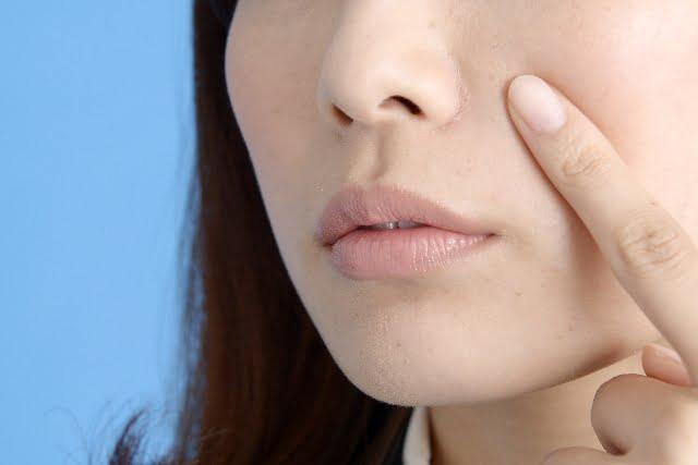 小鼻を脱毛したい女性